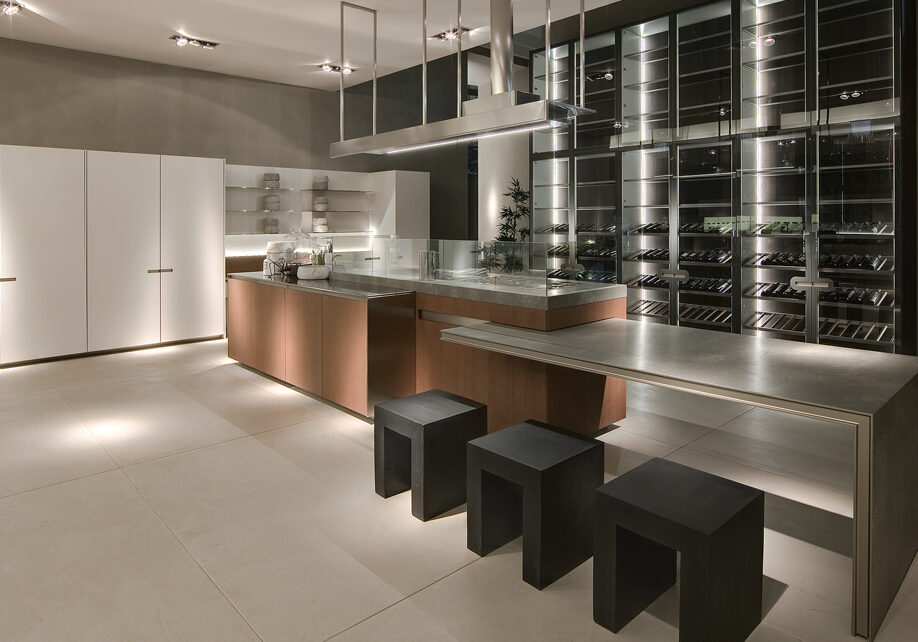 An example of a contemporary luxury designer kitchen in Toronto